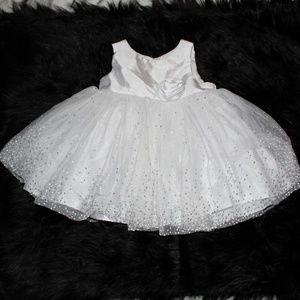 BEAUTIFUL ELEGANT WHITE PRINCESS DRESS
